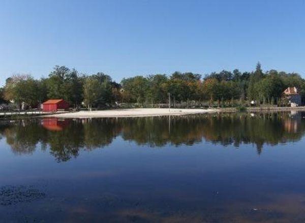 Plein d'activités sportives sur l'étang de Saint Estéphe, Périgord Vert, Dordogne