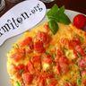 Omelette aux tomates et aux herbes fraîches