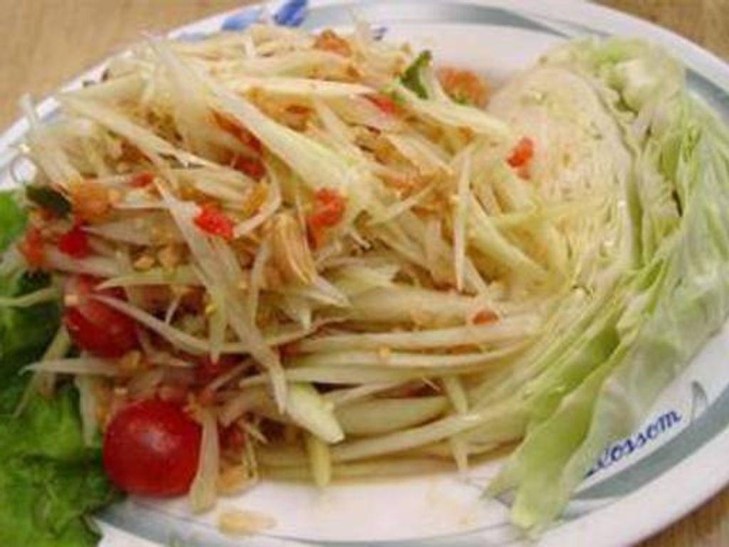 Salade de papaye verte traditionnelle thailandaise - Cuisine thailandaise traditionnelle ...
