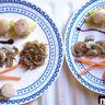 Poêlée de Saint-Jacques sur son lit de poireaux avec ses oignons caramélisés et ses champignons