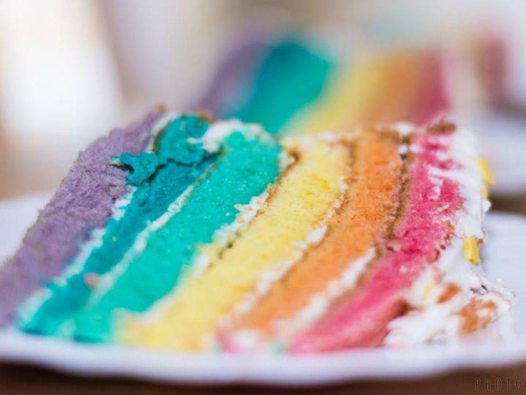 Fabriquer Une Pinata Facile Et Rapide rainbow cake