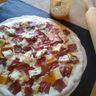 Pizza du sud ouest : magret de canard, roquefort
