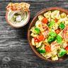 Salade d'été aux raviolis