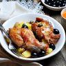 Filets de lièvre aux petits oignons et aux raisins