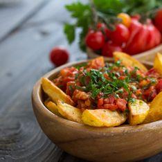 Patatas bravas (pommes de terre frites à la sauce tomate épicée)