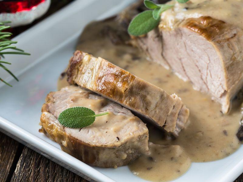 5069df60d70 Rôti de porc aux champignons frais sauce moutarde   Recette de Rôti ...