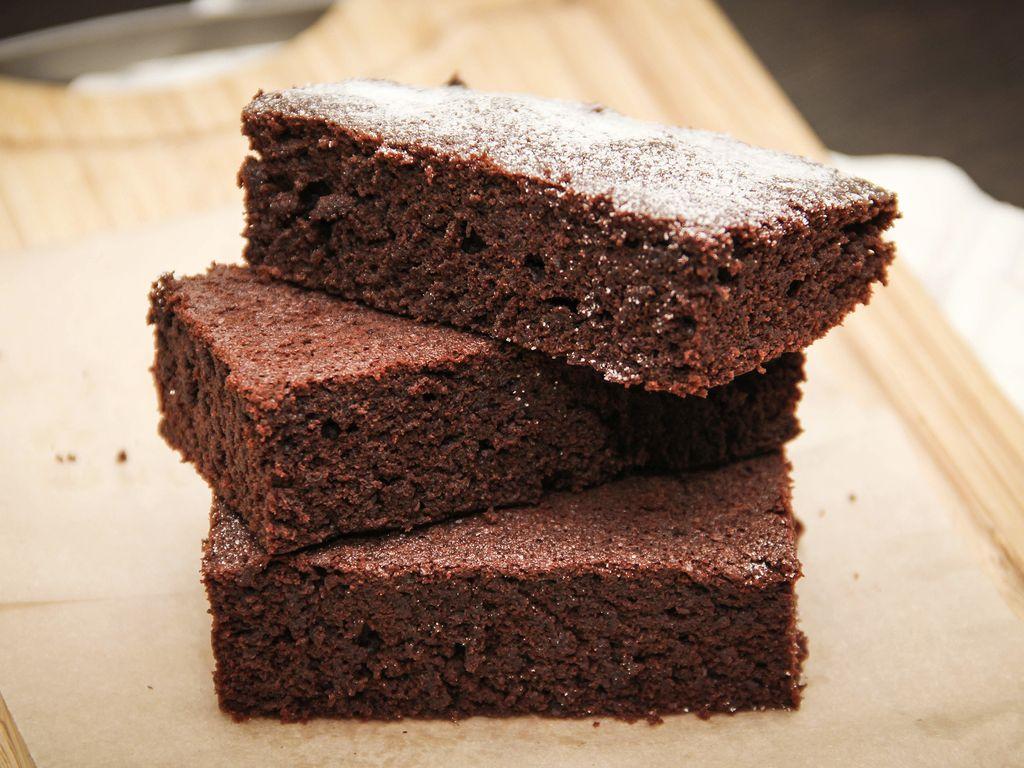 Moelleux au chocolat sans beurre sans sucre : Recette de ...