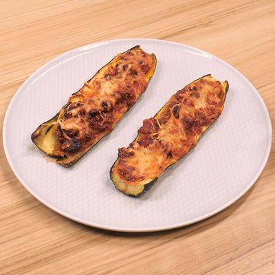 Parsemer de gruyère râpé, mettre au four moyen pendant 30 min.