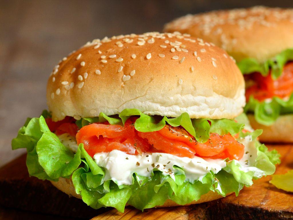 Burger Au Saumon Fumé Crème De Ciboulette