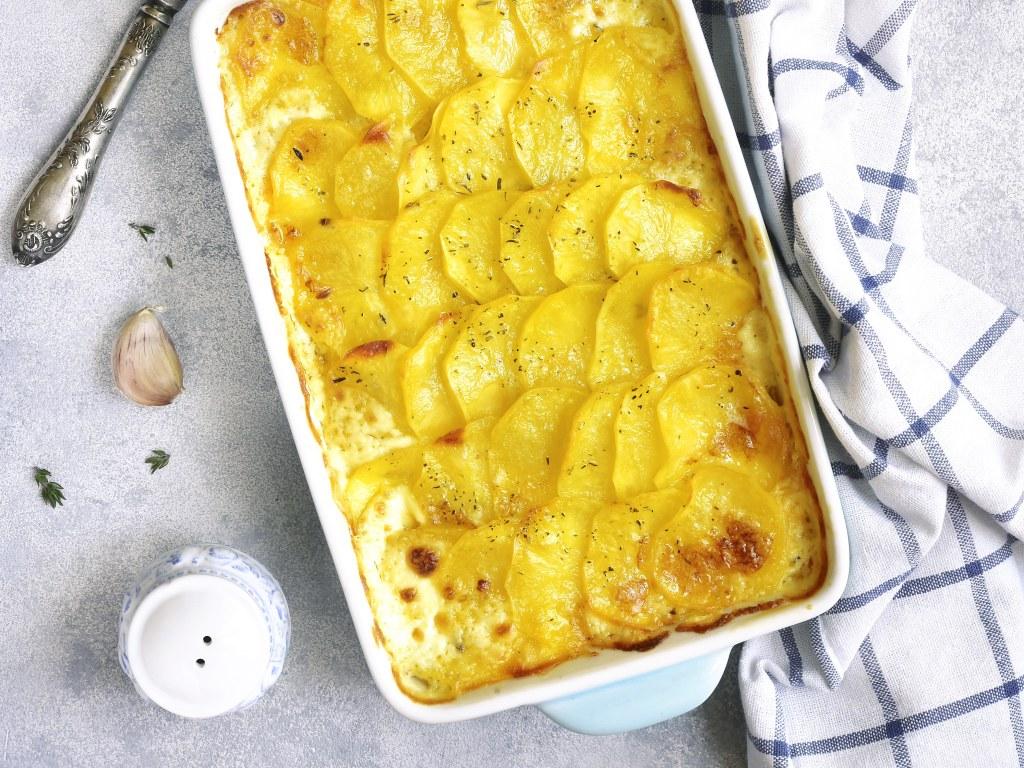 Gratin de pomme de terre à la crème d'ail : Recette de ...