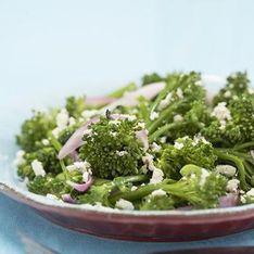 Salade croquante de brocolis aux échalotes