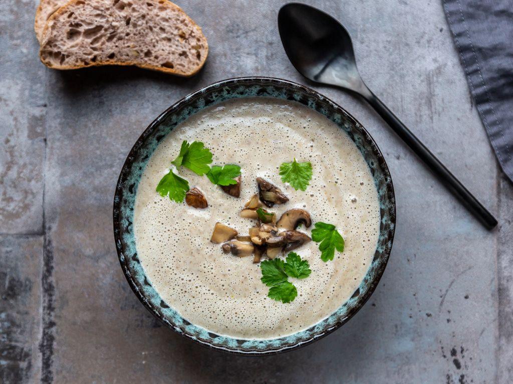 Velouté de champignons express (champignons en boite) : Recette de Velouté de champignons ...