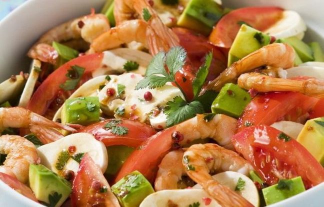 Salade tomates avocats et pointe de coriandre