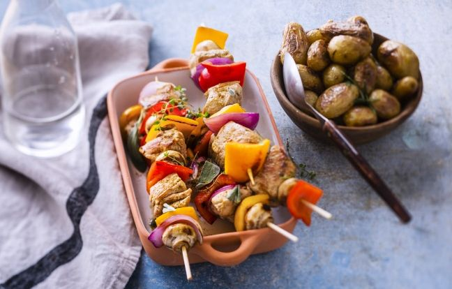 Brochettes de veau marinées à l'estragon, au romarin et au cumin
