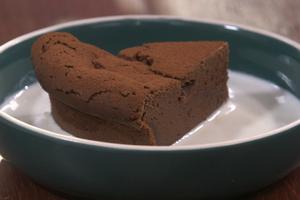 Gâteau chocolat-crème anglaise express
