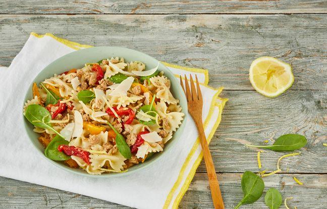 Salade de farfalle et poivrons grillés à l'émietté de citron poivre mignonette