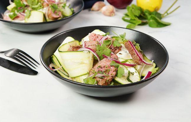 Salade fraîche aux tagliatelles de courgettes et agneau