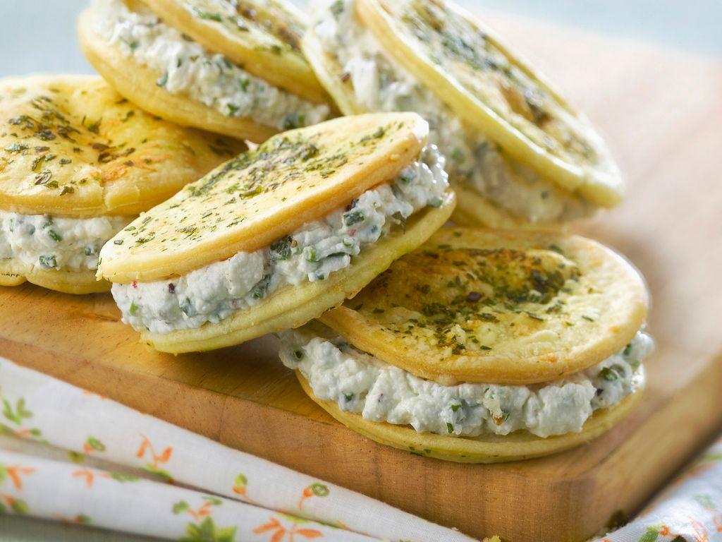 Mini-sandwich feuilletés, St Morêt sardines et ciboulette