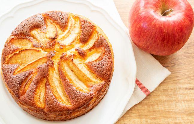 Gâteau aux pommes fait avec de la semoule fine, une bonne idée