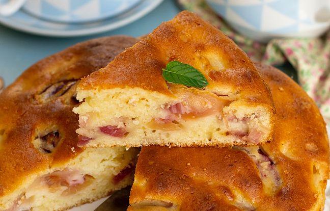 Gâteau aux pêches et à la pistache