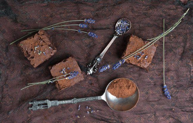 Gâteau au chocolat à la fleur de sel et à la lavande