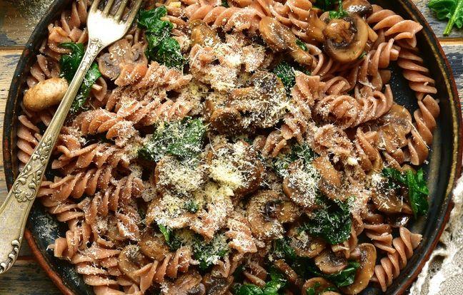 One pot pasta aux champignons, pâtes complètes, épinards