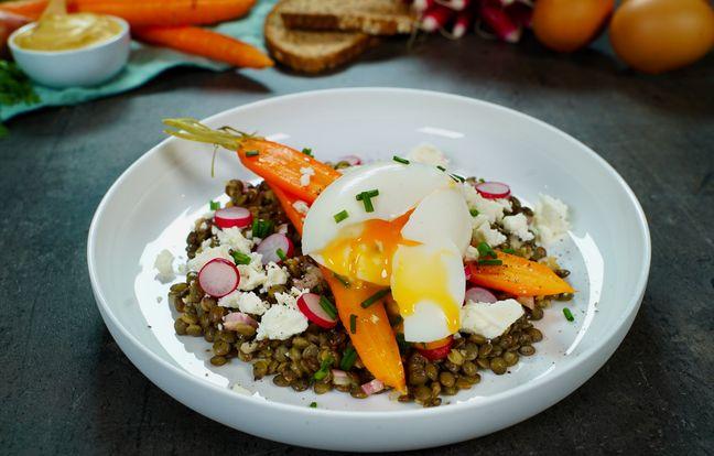Salade de lentilles, carotte, feta et oeuf mollet