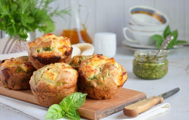 Muffins apéritifs fondants au saumon, raclette et pesto