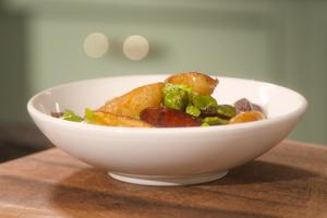 Cocotte de pommes de terre de primeur aux fèves et chorizo par Laurent Mariotte