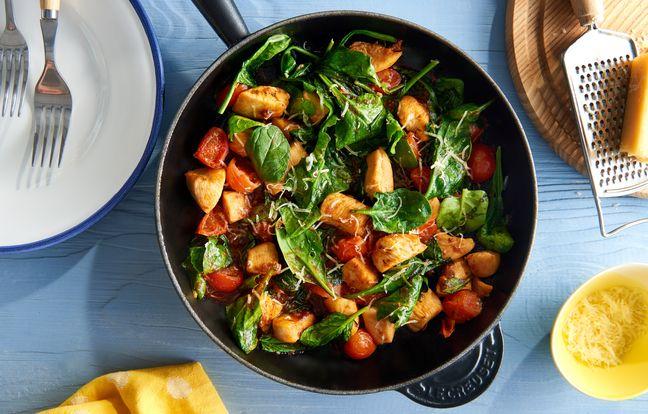 Poêlée de poulet aux épinards, tomates et parmesan