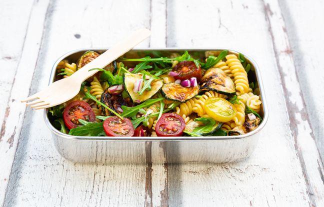 Salade de pâtes aux courgettes grillées au barbecue