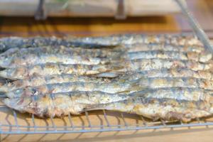Sardines grillées, en noir et blanc par Laurent Mariotte