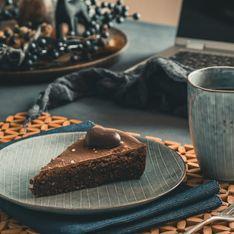 Torta con cuore di cioccolato fuso