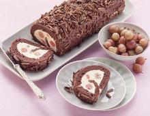 Schokoladen-Biskuitrolle mit Stachelbeercreme