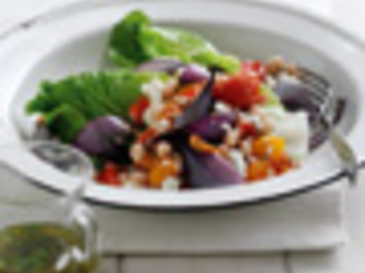 Red onion and white bean salad