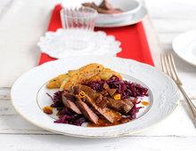 Lammfilet mit Rotkohl, Blechkartoffeln und Lebkuchenbröseln