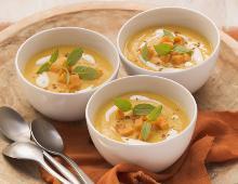 Süßkartoffel-Kokos-Suppe mit Ingwer und indischem Curry