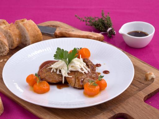 Schweinefilet mit Knoblauchmayonnaise-Porree und Orangen-Möhren-Sojasauce