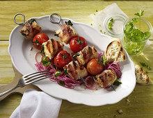 Putenspiesse mit Spinat, Tomate und Bacon