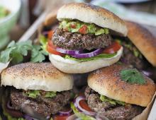 Gegrillte Irish Beef Burger mit Guacamole