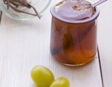 Trauben-Gelee mit Vanille