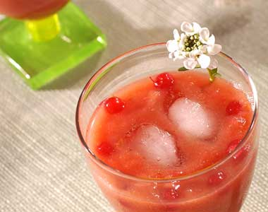 Red apple cocktail