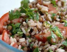 Würziger Reis-Salat mit Linsen