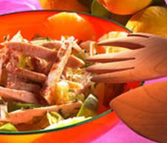 Salat mit Hühnchen und Ananas