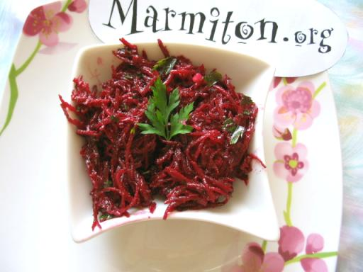 Salade de betteraves rouges crues