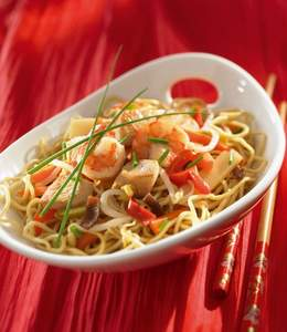 Sautéed noodles with chicken and ginger