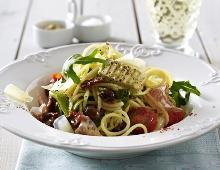 Mediterrane Spaghetti mit Fenchel-Salami und Knoblauchbutter