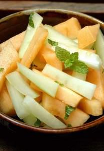 Gurken-Melonen-Salat mit frischer Minze