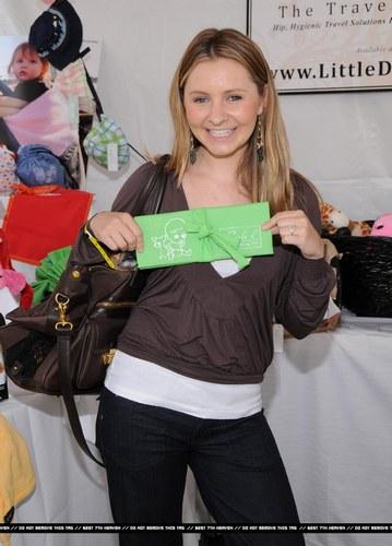 Beverly Mitchell - foto publicada por fanfilmfr2009