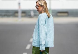 Frau im Pullover